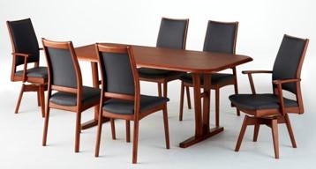 テーブルは、5種類のデザインからサイズ・カラーを選択できます。チェアは、6種類のデザインからフレームカラーとシートのカラーを選択できます。90㎝幅・115㎝幅のベンチもございます。詳しくは最寄りの店舗へお尋ねください。
